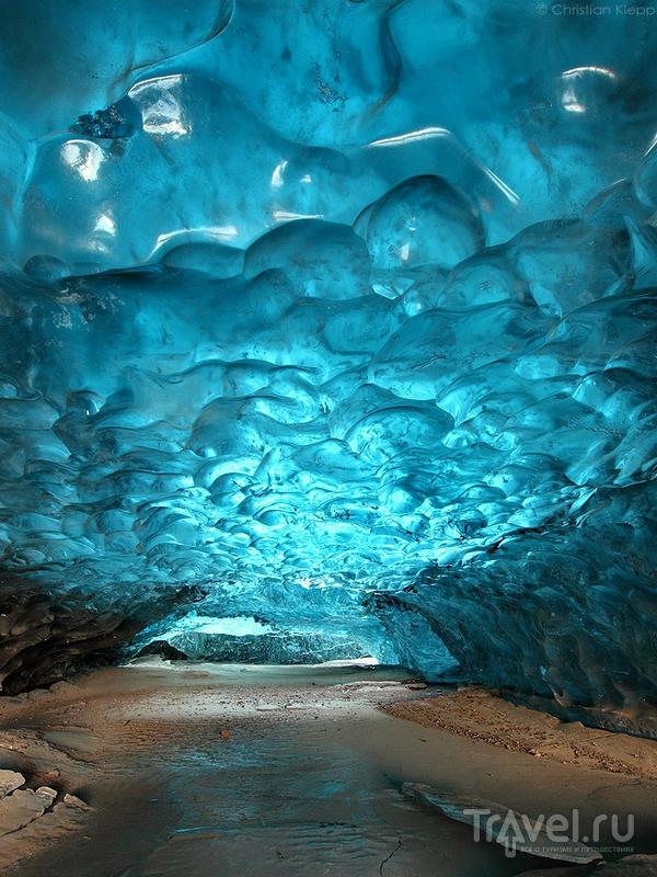 Лазурные оттенки пещеры в леднике Svinafellsjokull, Исландия / Исландия