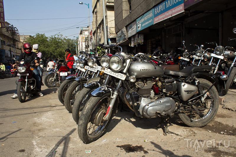 Первые дни в Дели: покупка мотоцикла, Карол-Бах, метро и Кутаб минар / Индия