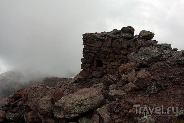 Наберали, руины келий и храма ХI века / Грузия