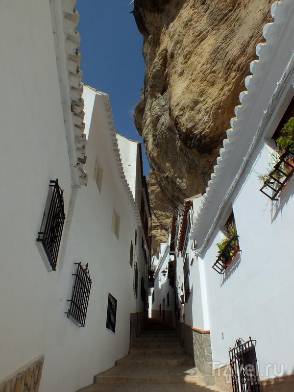 Затерянный в горах Андалусии городок Сетениль-де-лас-Бодегас / Испания