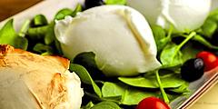 Моцарелла - один из самых популярных итальянских сыров. // wordpress.com