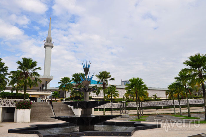Национальная мечеть Масджид-Негара, Куала-Лумпур / Фото из Малайзии