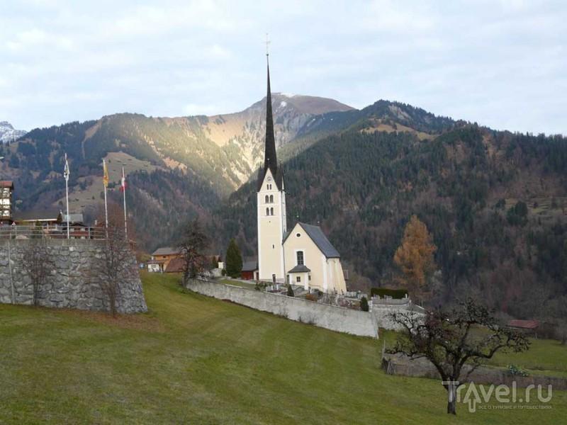 Деревенские церкви Швейцарии. Кантон Граубюнден, деревня Зеевис / Швейцария