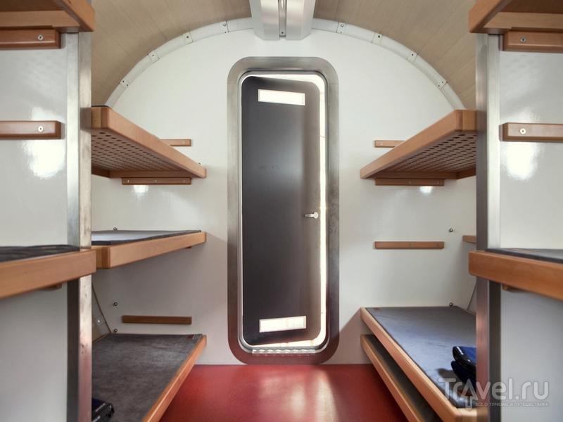 Внутри хижины, напоминающей космическую капсулу, могут разместиться до 12 человек / Италия