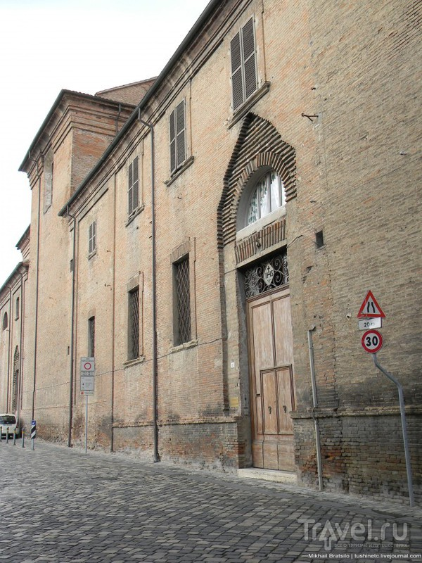 Вокруг исторического центра Римини / Италия