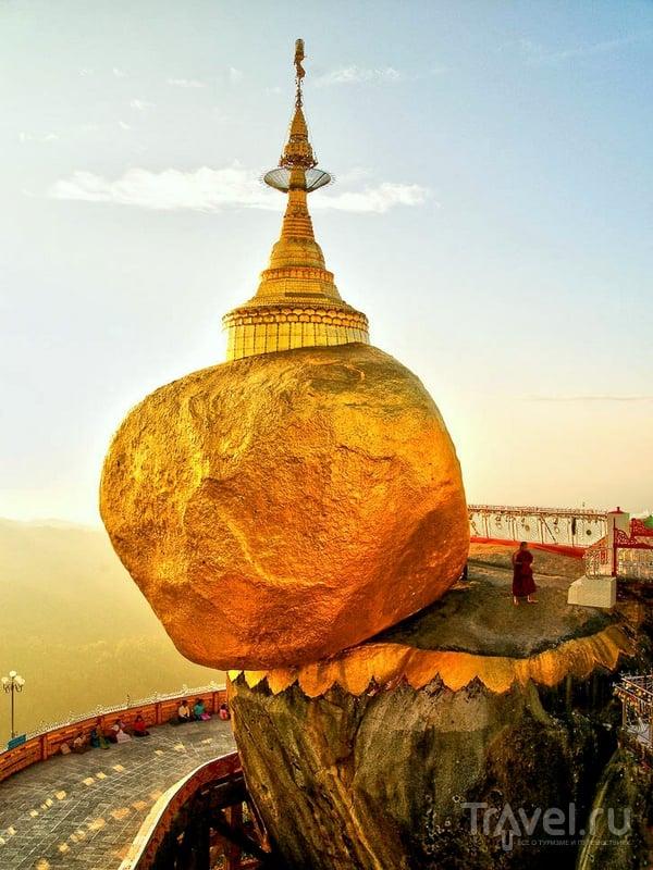 По древней легенде, Золотой камень держится на волоске Будды, Мьянма / Мьянма