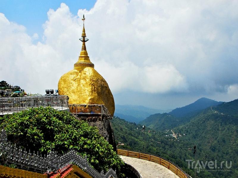 Балансирующий над пропастью Золотой камень, Мьянма / Мьянма