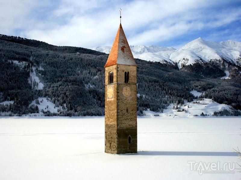 Легенда гласит, что на озере Резия зимой до сих пор можно услышать звон церковных колоколов / Италия