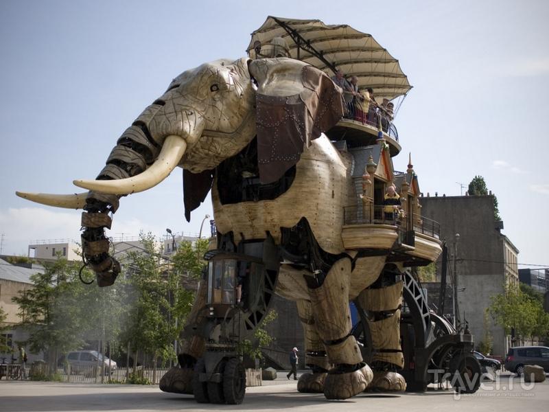 """Слон-гигант - воплощение механизма из романа Жюля Верна """"Паровой дом"""", Франция / Франция"""