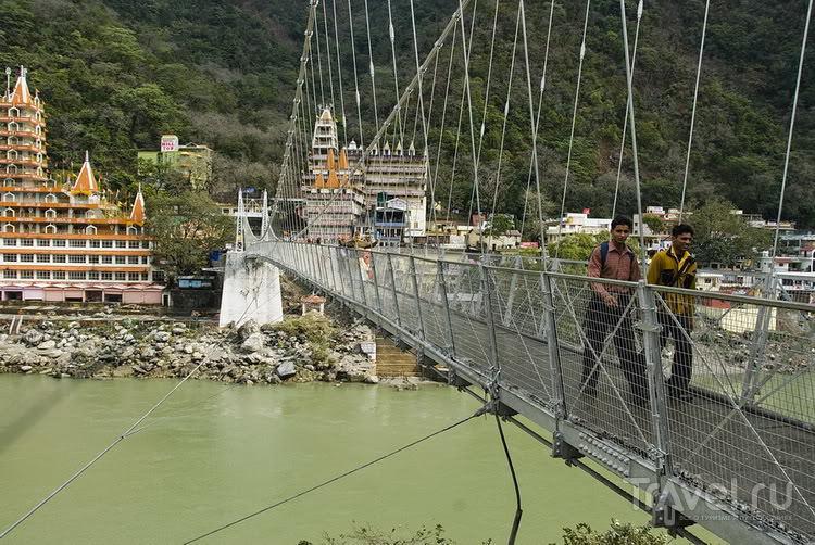 Мост Лакшман-Джула в Ришикеше / Фото из Индии