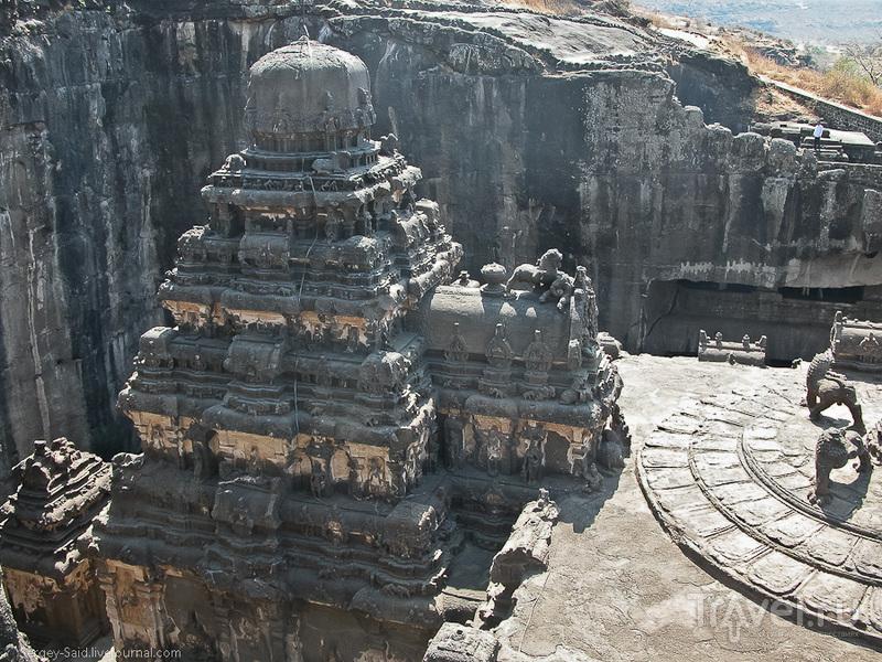 Вырубленный из скалы храм Кайласанатха / Фото из Индии