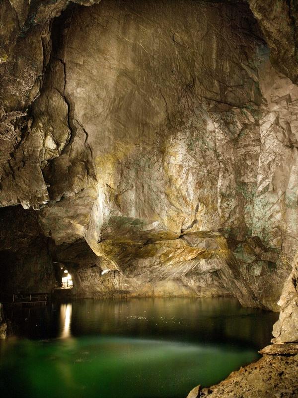 В стоимость проживания в The Mine Suite входит экскурсия по подземным гротам, Швеция / Швеция