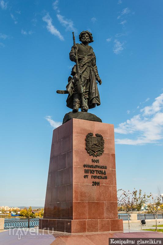 Памятник основателям Иркутска / Фото из России