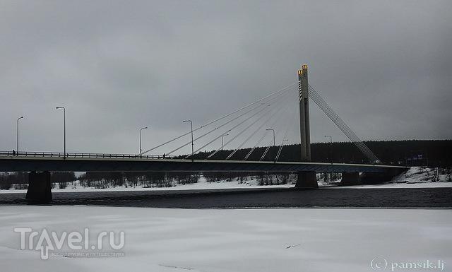 """Мост """"Свеча лесосплавщика"""" в Рованиеми / Фото из Финляндии"""