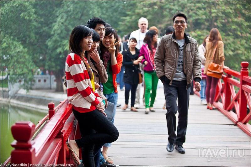 Красный мост Тхехук, Ханой / Фото из Вьетнама