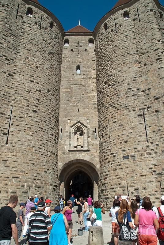 Главные ворота Каркасона La Porte Narbonnaise / Фото из Франции