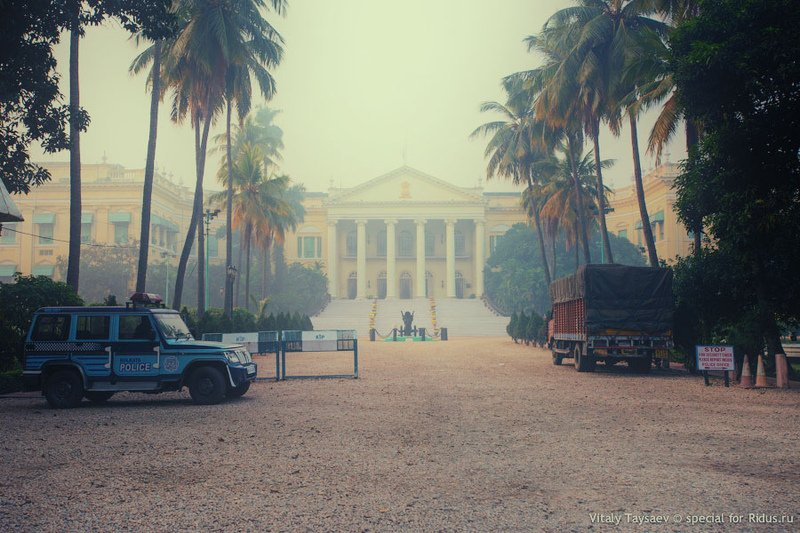 Резиденция губернатора Западной Бенгалии - Радж-Бхаван / Фото из Индии