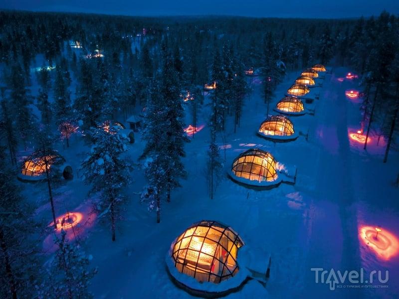 Деревня игру в курортном комплексе Kakslauttanen на севере Финляндии / Финляндия