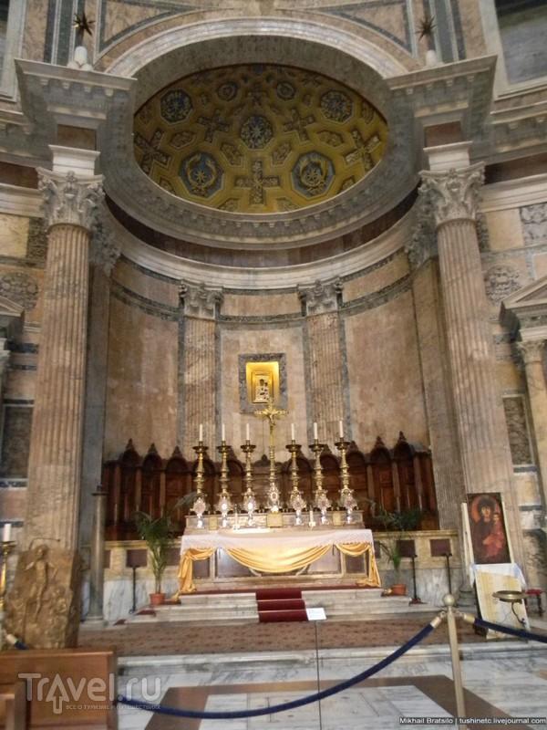 Рим. Барельефы, фрики, полиция, могилы Рафаэля и королей в Пантеоне / Италия