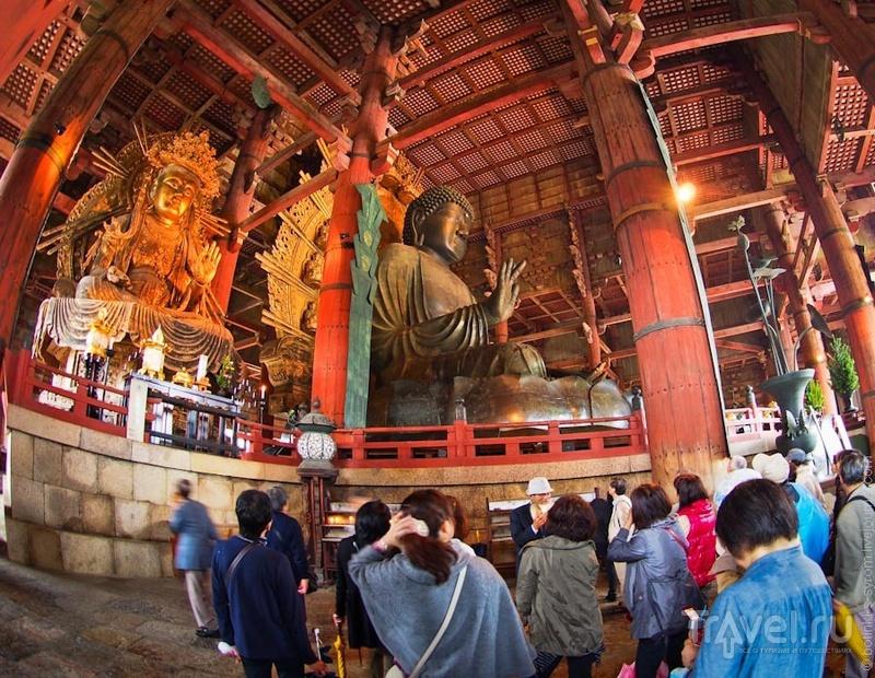 Дайбутсуден - зал Великого Будды в храме Тодайдзи в Наре / Фото из Японии