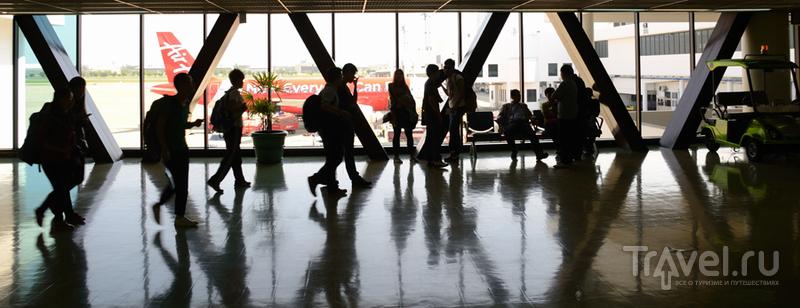 Ночь в Low Cost терминале аэропорта Kuala Lumpur / Малайзия