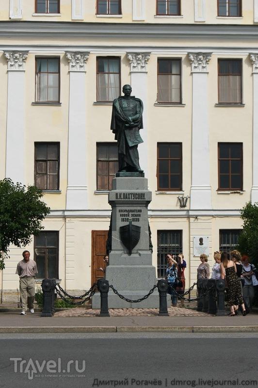 Памятник исследователю Новой земли Пахтусову в  Кронштадте / Фото из России