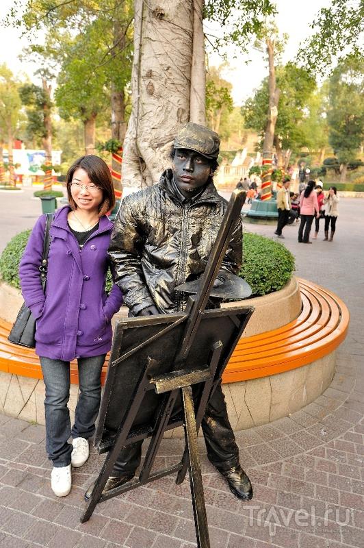 Шеньжень. OCT East park (Маленькая Швейцария). Люди-памятники / Китай