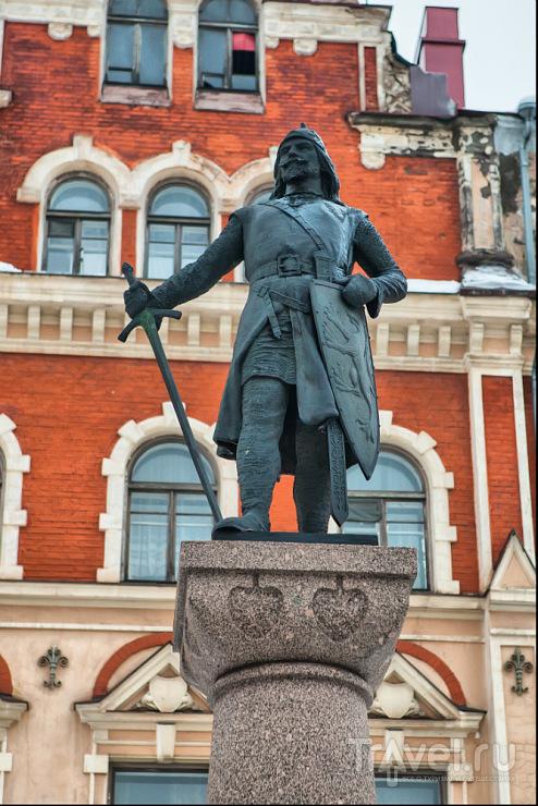 Памятик Торгельсу Кнутсону в Выборге / Фото из России