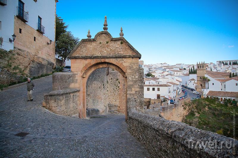 Ворота Фелипе V (Puerta de Felipe V) в Ронде / Фото из Испании