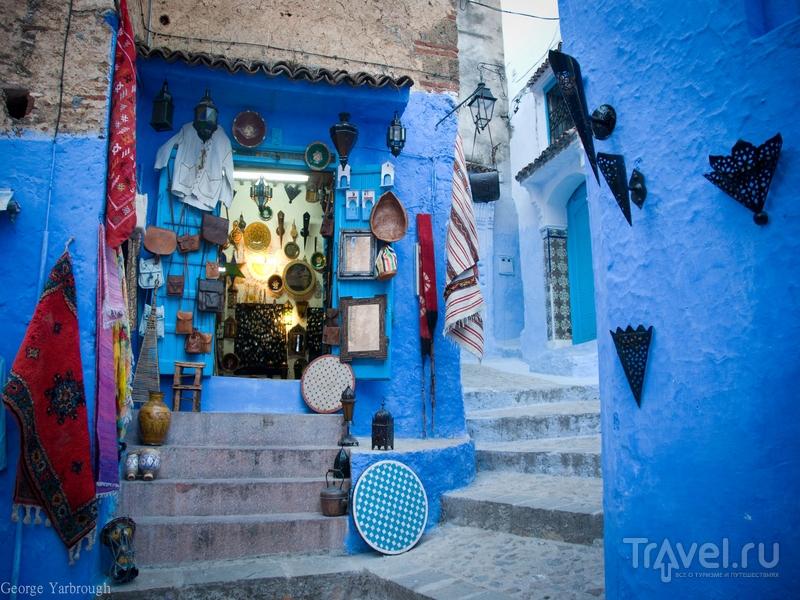Синева городских улиц в Шавене кажется сказочными декорациями, Марокко / Марокко
