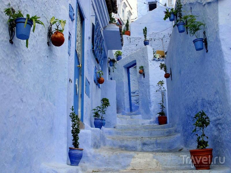 Медина изобилует пронзительными оттенками синих, голубых и лазурных цветов, Марокко / Марокко