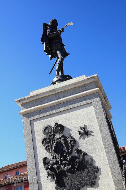 Площадь Сервантеса (Plaza de Cervantes) в Алькала-де-Энарес / Фото из Испании
