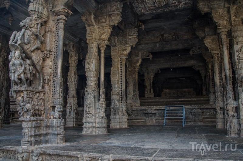 Зал с колоннами / Фото из Индии