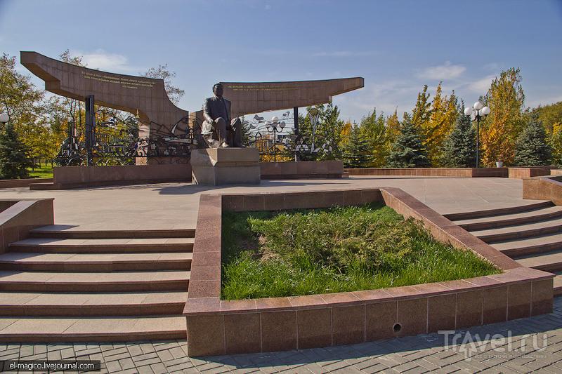 Памятник Назарбаеву, Казахстан / Фото из Казахстана