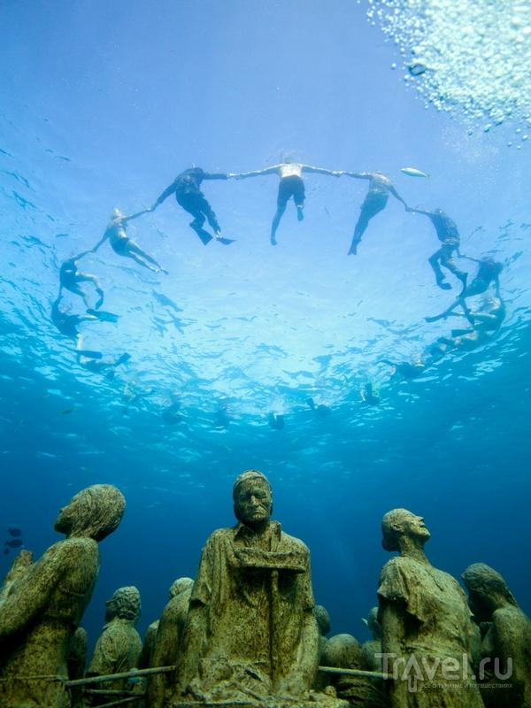 Для осмотра подводного музея лучше выбрать дайвинг-тур в сопровождении инструктора / Гренада