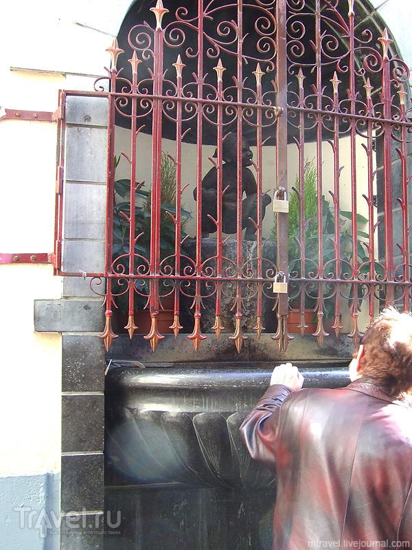 """Статуя """"Писающая девочка"""" в Брюсселе / Фото из Бельгии"""