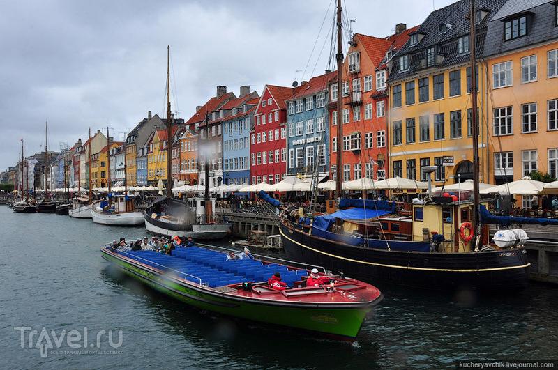 Пёстрые домики в бывшей копенгагенской гавани Nyhavn притягивают туристов, как магнит / Фото из Дании