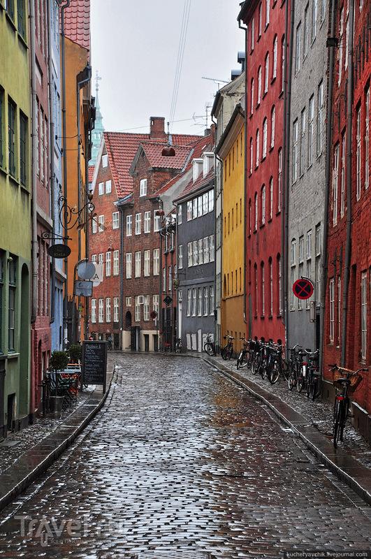 А в похожих на Nyhavn переулках нет ни души / Фото из Дании