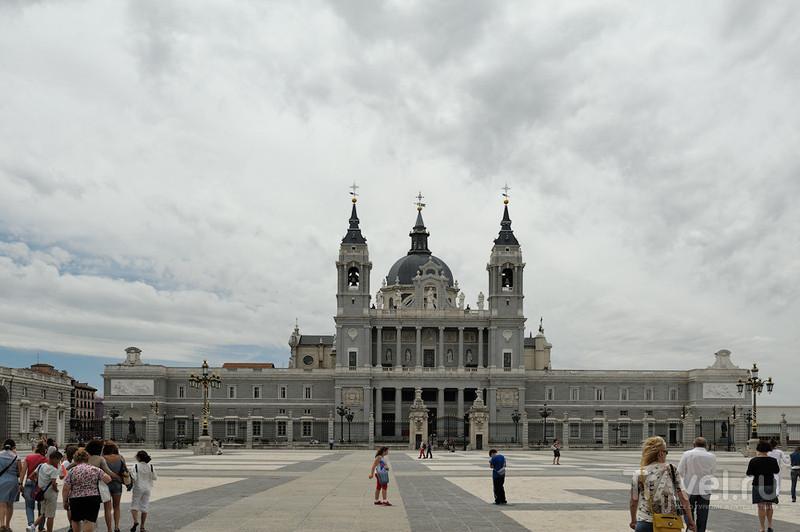 Кафедральный собор Альмудена в Мадриде / Фото из Испании