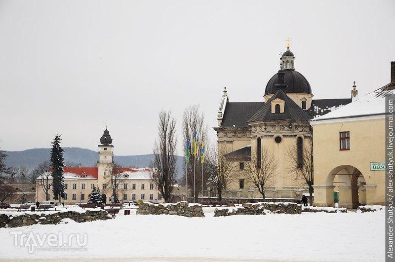 Ратуша и костел Св. Лаврентия, Жовква / Фото с Украины