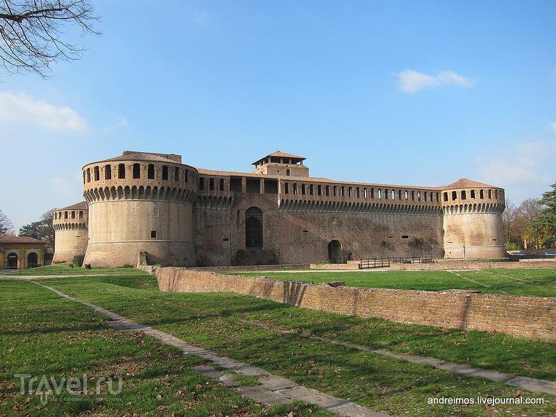 Крепость Сфорца (Rocca Sforzesca) / Фото из Италии