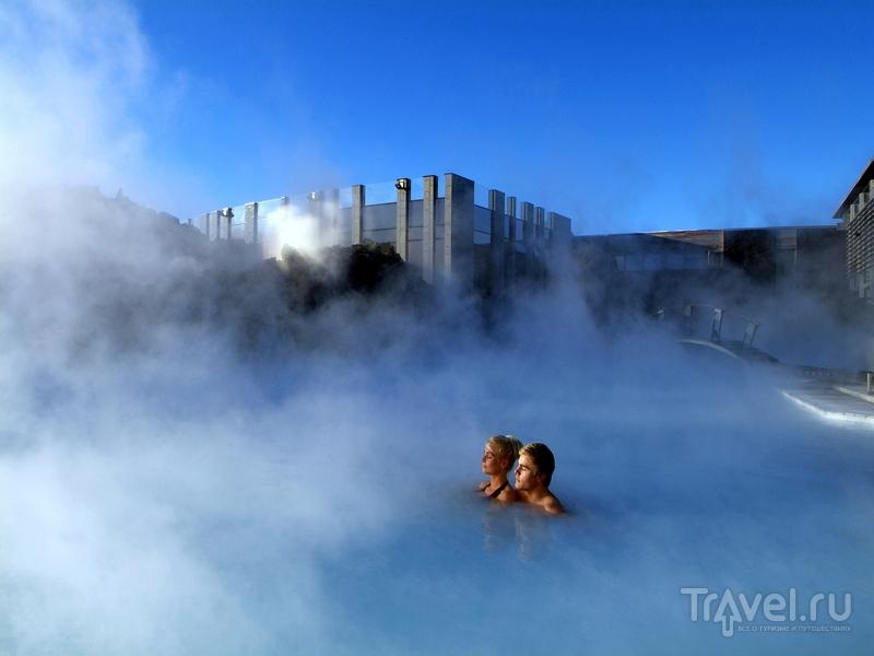 Вода в бассейнах Blue Lagoon обновляется раз в два дня / Исландия