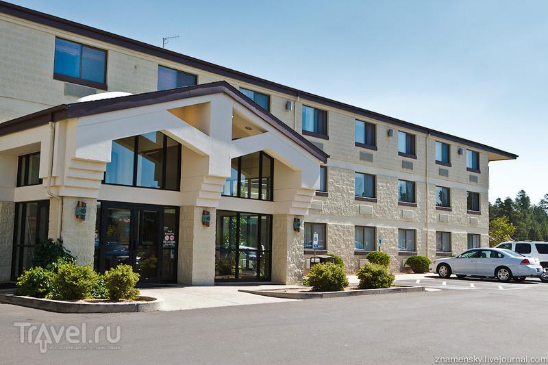 Отель Red Feather Lodge в Тусаяне, США / Фото из США