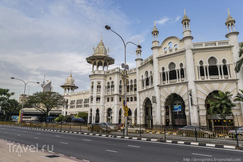 Старый железнодорожный вокзал в Куала-Лумпуре / Фото из Малайзии