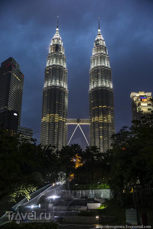 """Башни """"Петронас"""" в Куала-Лумпуре / Фото из Малайзии"""