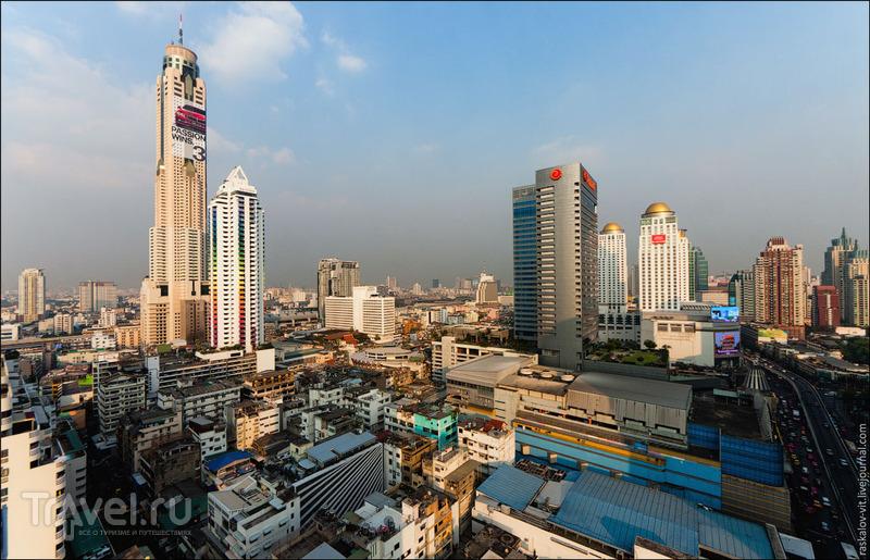 "Башня ""Баййок II"" (слева) / Фото из Таиланда"