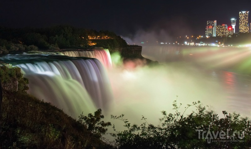 Ниагара в ночи и в радугах / Канада