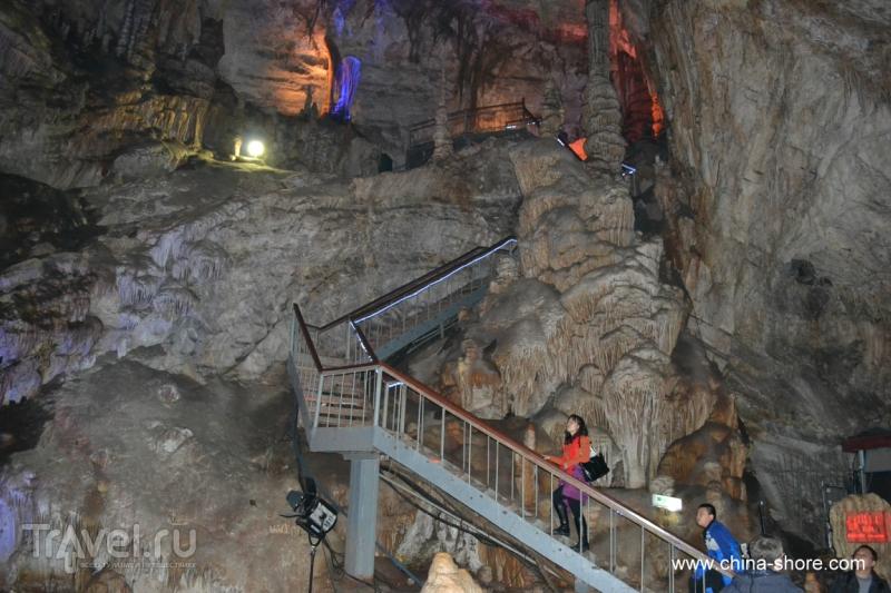 Пещеры Шихуа / Китай