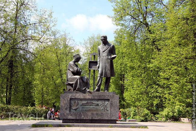 Памятник Венецианову в Вышнем Волочке / Фото из России
