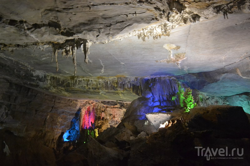 Подземная река пещеры Фонгня / Вьетнам